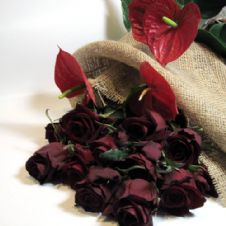 Bouquet of 10 Red roses with anthuriums / Μπουκέτο με 10 κόκκινα τριαντάφυλλα και ανθούρια